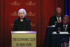 """Les risques pesant sur l'économie mondiale ne devraient pas avoir d'impact profond sur l'économie des Etats-Unis mais il demeure approprié pour la Réserve fédérale de procéder """"prudemment"""" dans le resserrement de sa politique monétaire, a déclaré mardi la présidente de la banque centrale américaine, Janet Yellen. /Photo prise le 29 mars 2016/REUTERS/Lucas Jackson"""