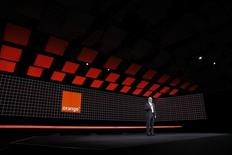 Selon le PDG d'Orange, Stéphane Richard, les discussions sur le rachat de Bouygues Telecom par Orange ne butent pas sur des points d'achoppement particuliers. Il ajoute toutefois qu'il reste encore des questions juridiques et financières à régler. /Photo prise le 16 mars 2016/REUTERS/Benoît Tessier