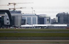 El aeropuerto de Bruselas reabrirá parcialmente el domingo para vuelos de pasajeros, 12 días después de que su sala de salidas quedase destruida por bombas de suicidas En la imagen, el aeropuerto Zaventem de Bruselas, el 1 de abril de 2016.   REUTERS/Yves Herman