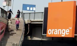 Orange prend une participation dans Africa Internet Group pour un montant de 75 millions d'euros, aux côtés d'autres investisseurs du spécialiste africain du commerce en ligne. /Photo prise le 13 mars 2016/REUTERS/Amr Abdallah Dalsh