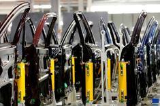 Le marché automobile britannique a augmenté de 5,2%, à 518.707 unités, en mars, un record pour ce mois et le plus haut niveau de ventes mensuelles depuis août 1997. /Photo d'archives/REUTERS/Luke MacGregor