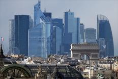 Vinci annonce que sa filiale Vinci Construction a obtenu, en groupement avec Spie Batignolles, un contrat d'un montant total de 496 millions d'euros pour réaliser la nouvelle gare de La Défense et ses tunnels adjacents. /Photo prise le 14 janvier 2016/REUTERS/Charles Platiau