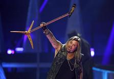 Motley Crue lead singer Vince Neil performs during the 2014 iHeartRadio Music Festival in Las Vegas, Nevada in this September 19, 2014 file photo.  REUTERS/Steve Marcus/Files