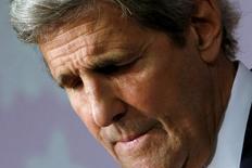 """Госсекретарь США Джон Керри делает паузу в ходе речи в мемориальном комплексе Хиросимы 11 апреля 2016 года. Керри в понедельник предложил президенту Бараку Обаме посетить мемориал жертвам американской ядерной бомбардировки Хиросимы, назвав увиденное """"душераздирающим"""".  REUTERS/Jonathan Ernst"""