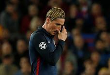 Fernando Torres, do Atlético de Madri, após expulsão em partida contra Real Madrid.    05/04/2016 Reuters / Albert Gea/ Livepic