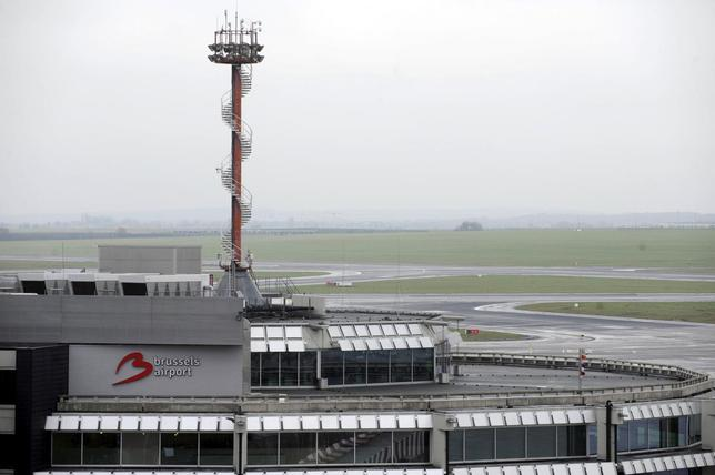 An empty tarmac is pictured at the Brussels Airport in Zaventem, Belgium in this December 15, 2014 file photo. REUTERS/Eric Vidal/Files