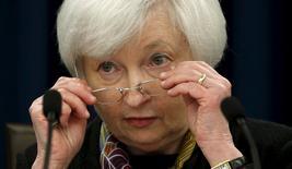 """La presidenta de la Reserva Federal de Estados Unidos, Janet Yellen,  en una conferencia en Washington, mar 16, 2016. Yellen dijo que está a favor de un enfoque cauteloso en política monetaria, ya que el banco central debe tratar de evitar cometer """"grandes errores"""", según una entrevista publicada el miércoles en la revista Time.   REUTERS/Kevin Lamarque"""