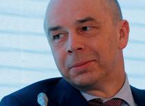 El ministro de Finanzas de Rusia, Anton Siluanov, en un foro en Moscú, abr 12, 2016. El directorio del Nuevo Banco de Desarrollo establecido por el grupo BRICS de economías emergentes aprobó la emisión de bonos a cinco años en yuanes chinos, dijo el ministro de Finanzas de Rusia, Anton Siluanov, citado el viernes por Interfax.  REUTERS/Maxim Shemetov