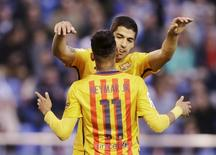 Suárez e Neymar comemoram gol contra o Deportivo La Coruña. 20/4/16.   REUTERS/Miguel Vidal