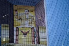 A picture of Thailand's King Bhumibol Adulyadej is seen on a bank building in Bangkok, Thailand April 1, 2016. REUTERS/Jorge Silva