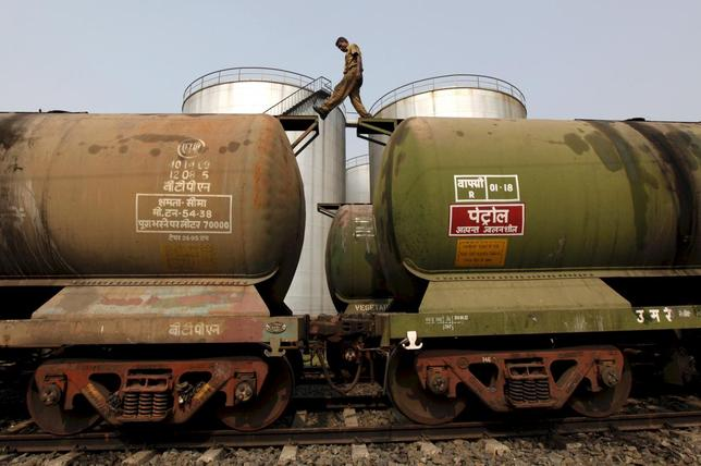 A worker walks atop a tanker wagon to check the freight level at an oil terminal on the outskirts of Kolkata in this November 27, 2013 file photo.    REUTERS/Rupak De Chowdhuri/Files