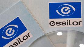 Essilor a confirmé ses objectifs de croissance 2016 après la publication d'un chiffre d'affaires en hausse de 7,5% à 1,784 milliard d'euros au premier trimestre, grâce notamment au dynamisme des ventes de sa division Verres et matériel optique. /Photo d'archives/REUTERS/Philippe Wojazer