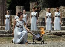 Tocha olímpica é acesa na Grécia. 21/04/2016. REUTERS/Yannis Behrakis TPX IMAGES OF THE DAY