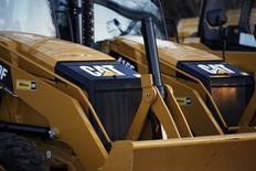 Caterpillar publie un bénéfice en baisse au premier trimestre, la vente de ses engins ayant été affectée par le ralentissement de la demande du secteur minier et de la construction. /Photo d'archives/REUTERS/Jessica Rinaldi