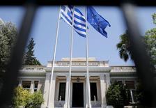 Les créanciers internationaux de la Grèce lui ont demandé vendredi de préparer des mesures d'économies supplémentaires, qui seraient votées rapidement mais ne seraient mises en oeuvre qu'en cas de besoin pour respecter les objectifs budgétaires prévus. /Photo d'archives/REUTERS/Christian Hartmann