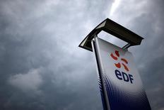 Selon deux sources proches du dossier, EDF a décidé de reporter de quelques semaines sa décision sur le projet d'Hinkley Point, en Grande-Bretagne, afin de consulter son comité central d'entreprise sur la construction de deux réacteurs EPR en Grande-Bretagne. /Photo prise le 21 avril 2016/REUTERS/Stéphane Mahé