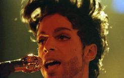 Prince durante show em Londres. 15/6/1992. REUTERS/Dylan Martinez