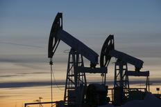 Imagen de archivo del campo petrolero Imilorskoye de Lukoil en Kogalym, Rusia, ene 25, 2016. El viceministro de Energía ruso, Alexei Teksler, dijo el lunes que los contactos bilaterales con los principales productores de petróleo sobre la posibilidad de congelar el bombeo de crudo se han mantenido tras el fracaso este mes de las negociaciones en Doha para imponer un límite a la producción.      REUTERS/Sergei Karpukhin/Files