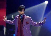 Cantor Prince durante show em Hollywood.  24/5/2006. REUTERS/Chris Pizzello