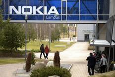 Nokia a racheté pour 170 millions d'euros la start-up française Withings, une acquisition qui permettra au spécialiste des équipements de réseaux mobiles de s'implanter sur le marché des objets connectés dédiés à la santé. /Photo prise le 6 avril 2016/REUTERS/Antti Aimo-Koivisto/Lehtikuva