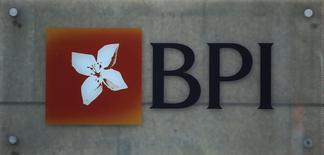 Los accionistas de banco portugués BPI rechazaron el jueves una propuesta de reelección de su primer ejecutivo Fernando Ulrich, en una señal de crecientes tensiones entre los dos principales accionistas. Imagen del logo del banco portugués BPI en una de sus oficinas en Lisboa, Portugal el 21 de marzo de 2016.  REUTERS/Rafael Marchante