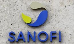 El logo de la farmacéutica francesa Sanofi, visto en su sede en París, Francia. 8 de marzo de 2016. Sanofi dijo que confía en que ganará el apoyo de los accionistas de Medivation para una posible adquisición de la firma estadounidense de biotecnología, y reportó un aumento en sus ganancias trimestrales, ayudada por su unidad Genzyme. REUTERS/Philippe Wojazer