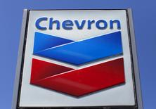 A Chevron gas station sign is seen in Del Mar, California, in this April 25, 2013 file photo. REUTERS/Mike Blake/Files