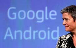 Google se enfrentaría a su primera sanción antimonopolio este año, con pocas expectativas de llegar a un acuerdo en un caso con el regulador de la Unión Europea por sus servicios de compra, dijeron personas familiarizadas con el asunto. En la imagen, la comisaria europea de la Competencia, Margrethe Vestager, en una rueda de prensa en Bruselas el 20 de abril de 2016. REUTERS/Francois Lenoir