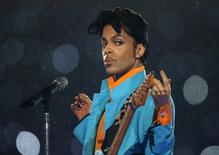 Prince performs during the halftime show of the NFL's Super Bowl XLI football game between the Chicago Bears and the Indianapolis Colts in Miami, Florida February 4, 2007.     REUTERS/Mike Blake