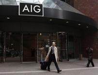 AIG, à suivre lundi à la Bourse de New York. L'assureur a levé l'équivalent de 1,25 milliard de dollars US en plaçant à la Bourse de Hong Kong l'essentiel de sa participation dans l'assureur chinois PICC Property and Casualty Co dont il était le principal actionnaire. /Photo d'archives/REUTERS/Brendan McDermid