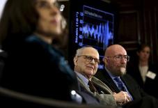 Os fundadores da Ligo Rainer Weiss (centro) e  Kip Thorne (direita) durante evento em Washington.      11/02/2016        REUTERS/Gary Cameron/Files