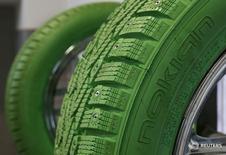 Шины Nokian в шиномонтаже в Москве 8 августа 2014 года. Финский производитель шин Nokian Tyres в среду сообщил о росте операционной прибыли в первом квартале на 5 процентов, что почти совпало с ожиданиями аналитиков. REUTERS/Maxim Shemetov