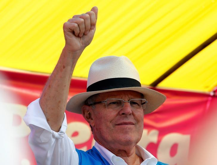 Peru's presidential candidate Pedro Pablo Kuczynski greets suporters during a campaign rally in Puente Piedra in Lima, Peru, May 3, 2016. REUTERS/Mariana Bazo