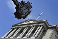 Selon la Banque d'Angleterre, le sterling pourrait chuter et le chômage augmenterait probablement si la Grande-Bretagne quittait l'Union européenne. /Photo d'archives/REUTERS/Toby Melville