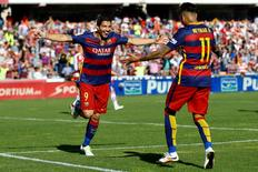 Football Soccer - Granada v Barcelona - Spanish Liga BBVA - Los Carmenes stadium, Granada, Spain - 14/05/16 Barcelona's Luis Suarez (L) celebrates his third goal with team mate Neymar.  REUTERS/Marcelo Del Pozo