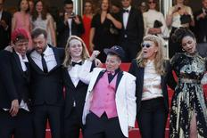 """Director Andrea Arnold (2ndR), cast member cast members Sasha Lane (R), Veronica Ezell (C), Raymond Coalson (L), Isalah Stone (2ndL) pose on the red carpet after the screening of the film """"American Honey"""" in competition at the 69th Cannes Film Festival in Cannes, France, May 15, 2016.     REUTERS/Yves Herman"""