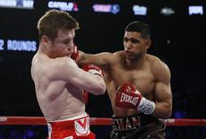 Boxing - Saul 'Canelo' Alvarez v Amir Khan WBC Middleweight Title - T-Mobile Arena, Las Vegas, United States of America - 7/5/16 Amir Khan in action against Saul Alvarez Action Images via Reuters / Andrew Couldridge  EDITORIAL USE ONLY.