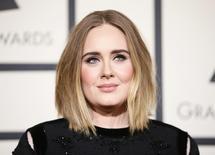 Adele durante evento em Los Angeles.      15/02/2016    REUTERS/Danny Moloshok/Files