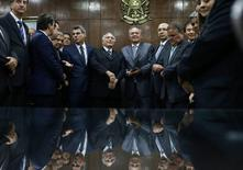 Presidente interino Michel Temer em reunião com o presidente do Senado, Renan Calheiros, para apresentar nova proposta de meta fiscal, em Brasília  23/05/2016  REUTERS/Adriano Machado