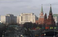 Вид на центр Москвы. 9 марта 2016 года. Спрос на новый, первый с 2013 года, выпуск еврооблигаций России достиг 6,3 миллиарда, сказал Рейтер источник в финансовых крагух. REUTERS/Sergei Karpukhin