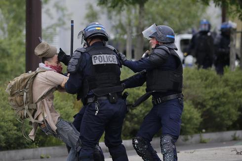 France revolts against labor reform