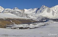 Вид на месторождение золота Кумтор в Киргизии 14 марта 2013 года. Крупнейший золотодобытчик Киргизии канадская Centerra Gold сообщила во вторник, что послала правительству страны извещение о возбуждении арбитражного производства, связанного с затянувшимся спором о Кумторе, крупнейшем месторождении золота в стране. REUTERS/Shamil Zhumatov