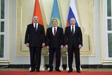 Президенты стран-членов ЕАЭС на встрече в Астане. Возглавляемый Россией Евразийский экономический союз (ЕАЭС) начинает переговоры о торговой сделке с Китаем, сказали чиновники во вторник, и намерен заключить соглашение в течение двух лет.  REUTERS/Alexei Druzhinin/RIA Novosti/Kremlin