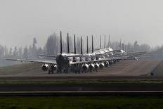 Самолеты в аэропорту Сантьяго, Чили 15 сентября 2015 года. Прибыль авиакомпаний во всем мире будет в этом году выше, чем ожидалось, сообщила Международная ассоциация воздушного транспорта (ИАТА) в четверг. REUTERS/Ivan Alvarado