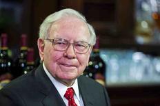 Warren Buffett, dá entrevista antes de almoço para levantar fundos para a Glide Foundation, em Nova York 8/9/2015  REUTERS/Lucas Jackson/File Photo