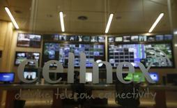 """El grupo de telecomunicaciones terrestres Cellnex es el valor con más opciones de entrar en el Ibex-35 en la reunión trimestral del Comité Asesor Técnico (CAT) del 9 de junio, según los analistas consultados por Reuters. En la imagen de archivo, el logo de Cellnex a la entrada de """"Torrespaña"""", la principal torre de telecomunicaciones de Madrid, conocida popularmente como el """"Pirulí"""", el 10 de marzo de 2016. REUTERS/Sergio Pérez"""