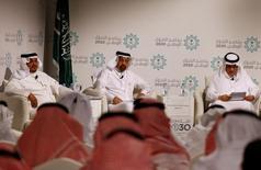 Министры Саудовской Аравии рассказывают о  Плане национальной трансформации. Саудовская Аравия планирует более, чем втрое, увеличить ненефтяные доходы и снизить зарплаты в госсекторе в ближайшие пять лет, сказали министры в понедельник, объявив о реформах, направленных на сокращение зависимости экономики от нефти и построение надежного будущего. REUTERS/Faisal Al Nasser