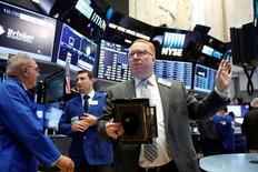 Traders work on the floor of the New York Stock Exchange (NYSE) in New York City, U.S., June 9, 2016.  REUTERS/Brendan McDermid