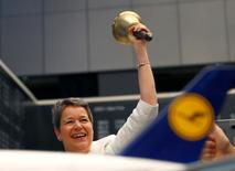 Simone Menne, CFO of German air carrier Lufthansa AG rings the starting trading bell to mark the 50th anniversary of Lufthansa Group, at the stock exchange in Frankfurt, Germany, April 14, 2016.  REUTERS/Kai Pfaffenbach