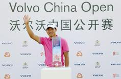 Wu Ashun of China waves behind his trophy after winning the China Open at Tomson Golf Club in Pudong, Shanghai, China, April 26, 2015. REUTERS/Stringer
